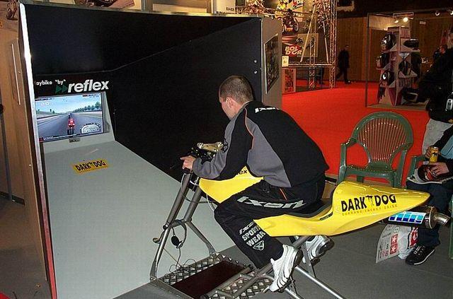 simulateur de pilotage playbike restauration de motos anciennes. Black Bedroom Furniture Sets. Home Design Ideas